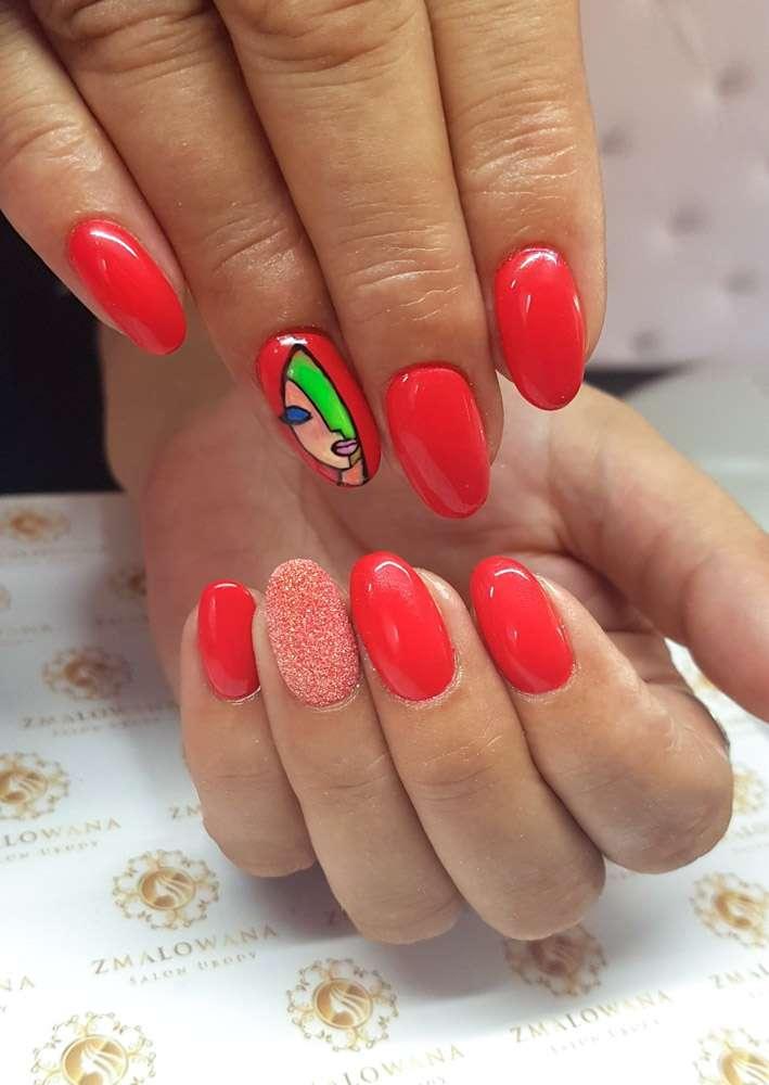 okrągłe długie czerwone paznokcie z syrenka i wzorkiem