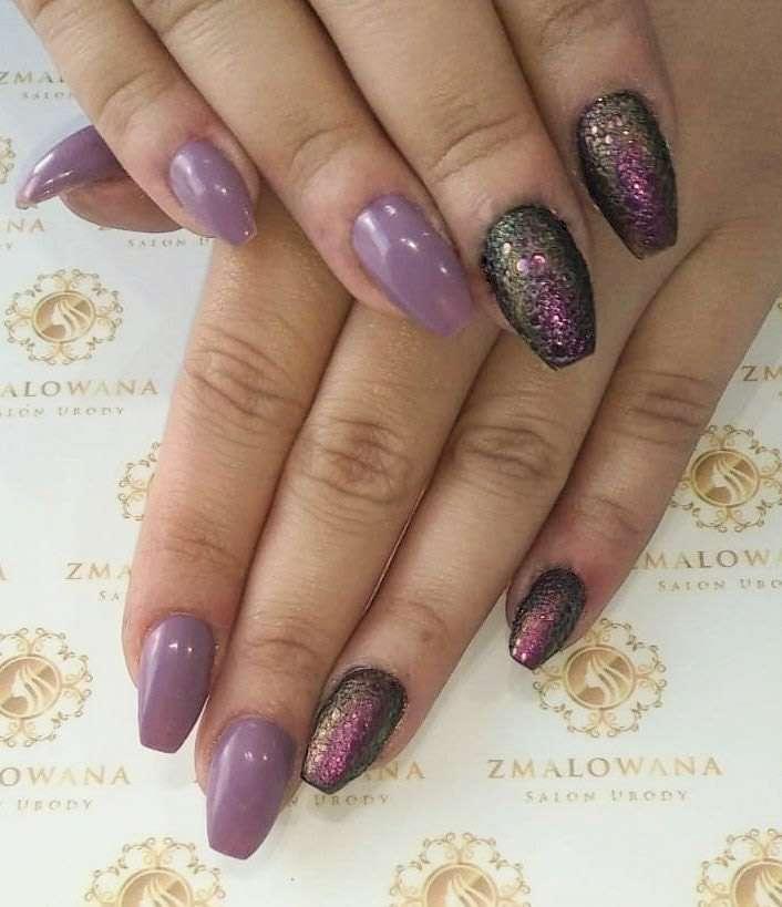 fioletowe długie w trumienke paznokcie z bubble efekt