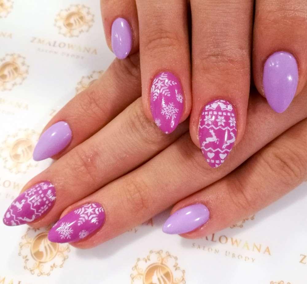 świąteczne paznokcie w migdał, fioletowe hybrydy w wzory