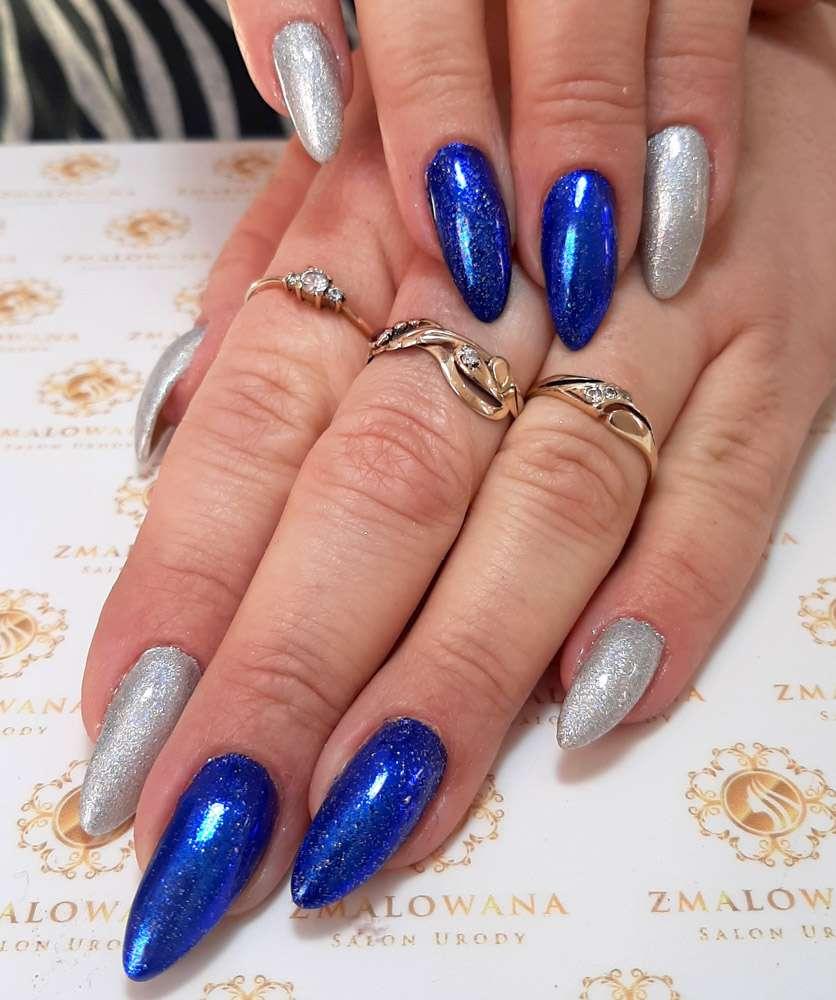 brokatowe niebiesko-srebne paznokcie żelowe