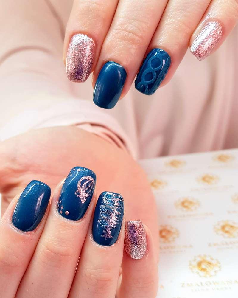 Bożonarodzeniowe,zimowe, brokatowe, niebieskie paznokcie hybrydowe