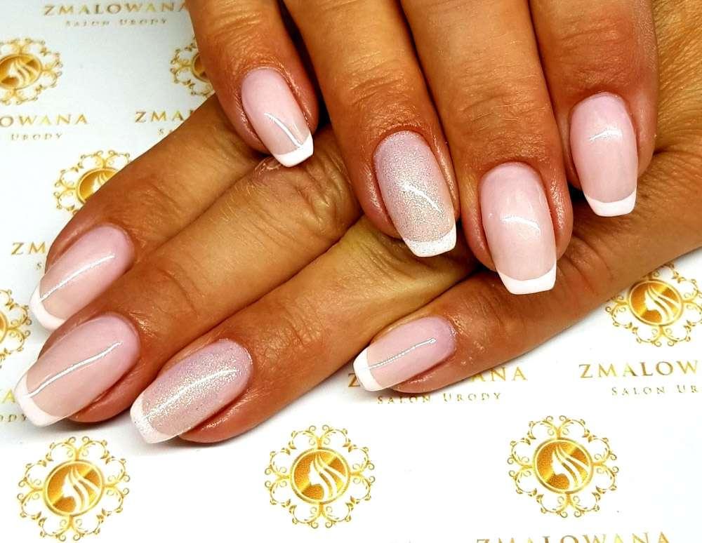 Eleganckie długie hybrydowe paznokcie, manicure francuski