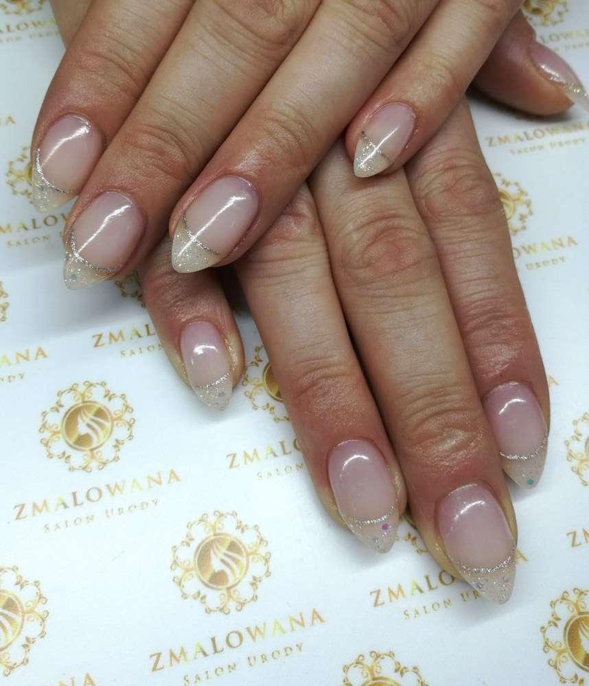 długie paznokcie żelowe w migdałki z manicure francuskim