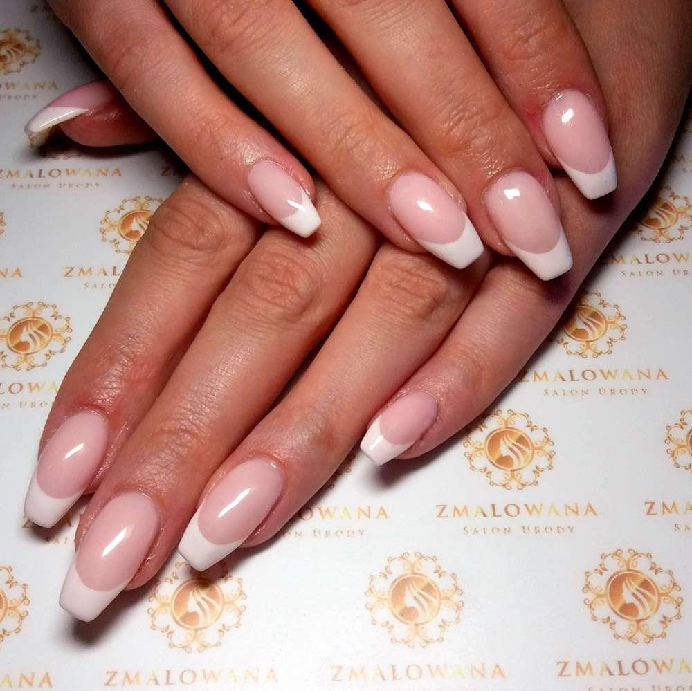 długie paznokcie żelowe w kwadrat z manicure francuskim