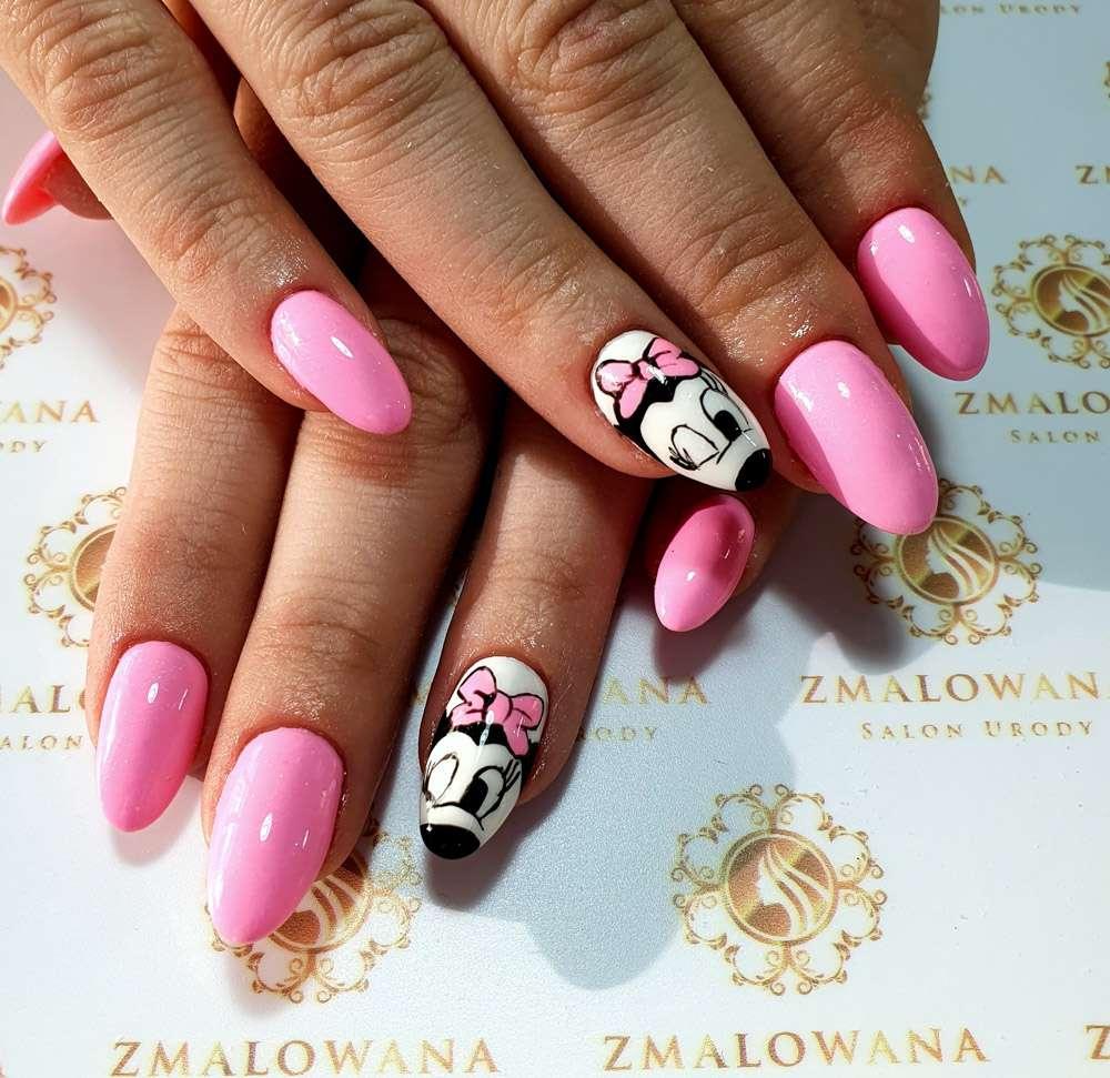 długie różowe żelowe paznokcie okragłe z myszka miki