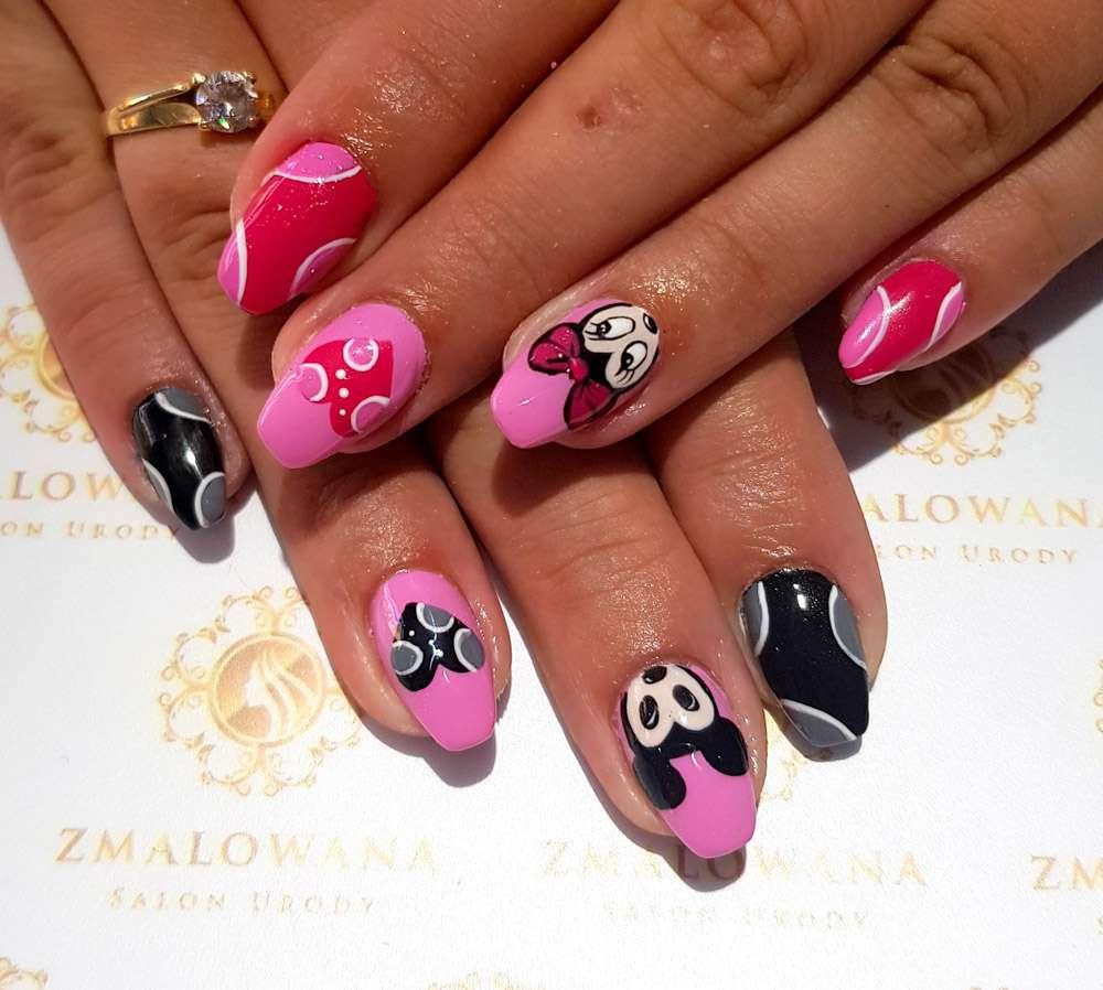 długie różowe paznokcie żelowew kwadrat z wzorkami