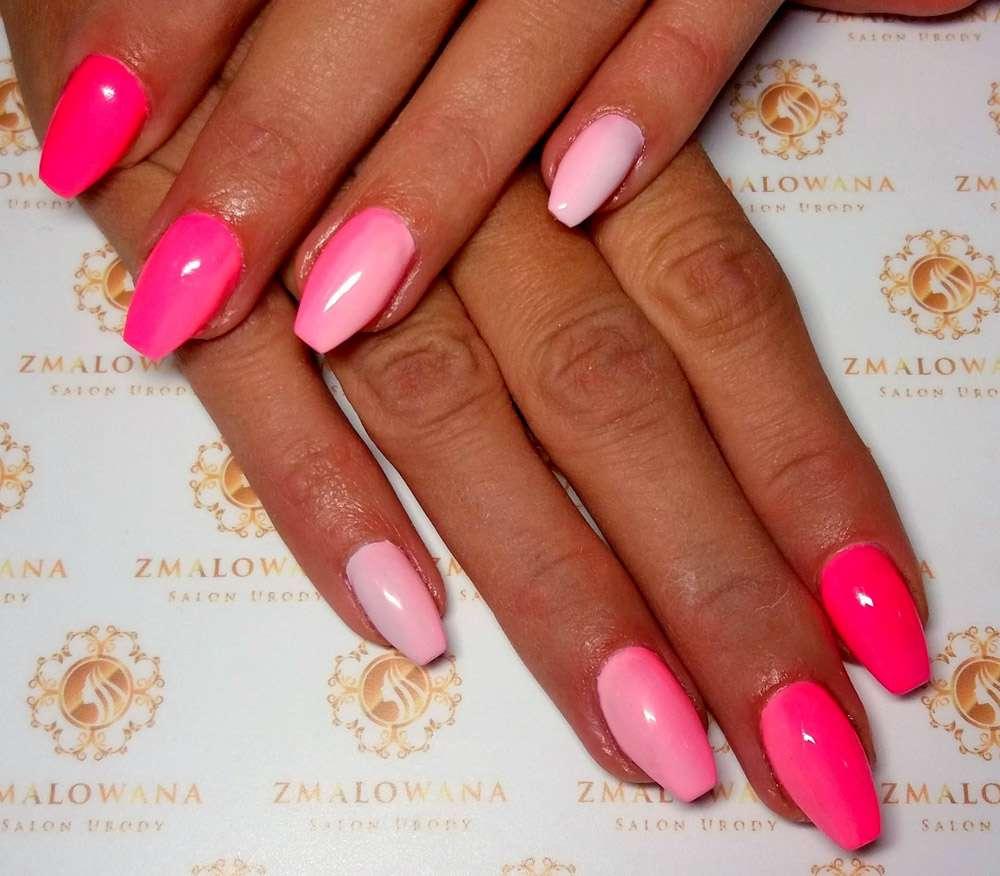 długie hybrydowe paznokcie różowe w trumienke z ombre